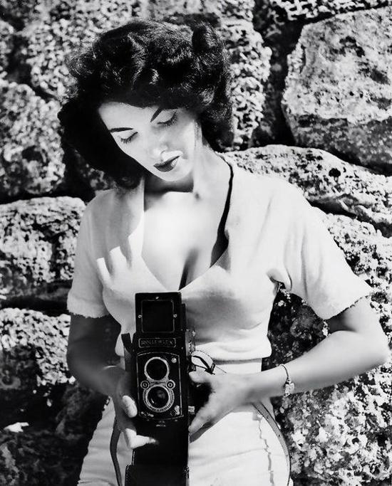 Bunny Yeager, fotógrafa y modelo, años 50