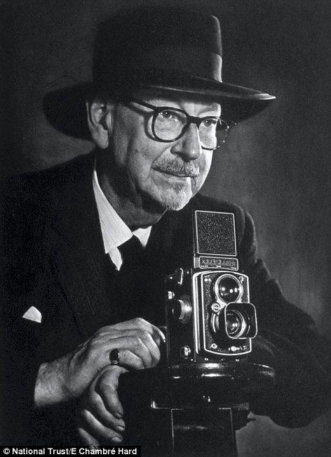 Edward Chambre Hardman (1898-1988)