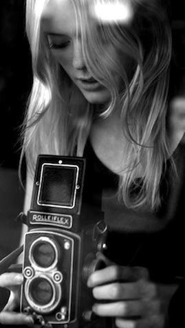Rubia con Rolleiflex