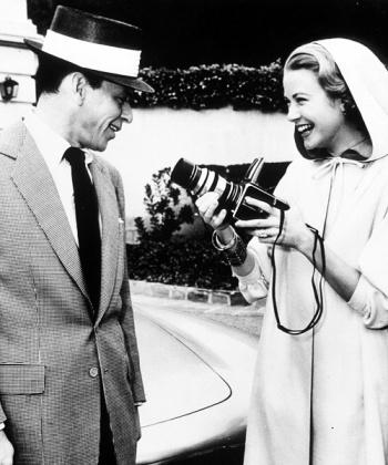 Grace Kelly fotografía a Frank Sinatra con una Hasselblad