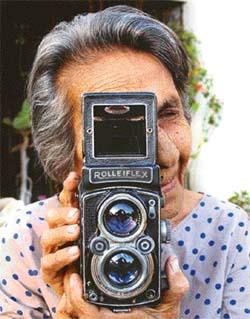 Homai Vyarawalla, fotoperiodist india (1913-2012)
