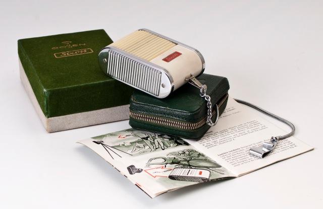 Caja original, manuall de uso y funda de piel