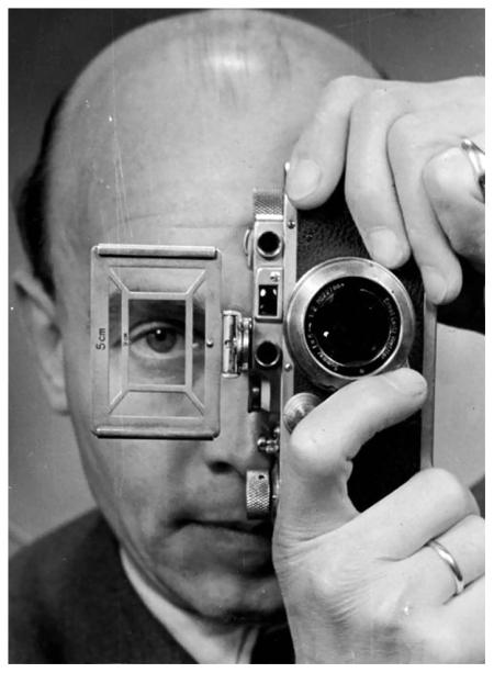 Otto Umber, autoretrato con Leica, 1952