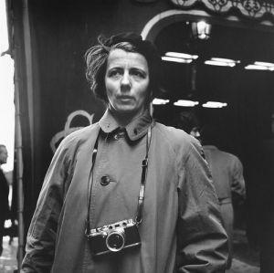 Vivian Maier con Leica IIIc