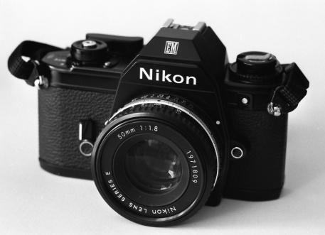 Nikon_EM Segunda version