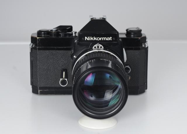 Nikkormat con el 135mm vista frontal