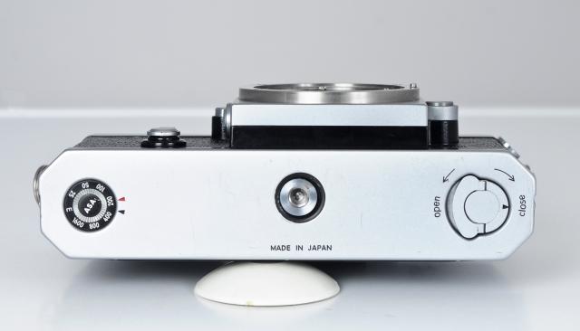 Nikon F inferior
