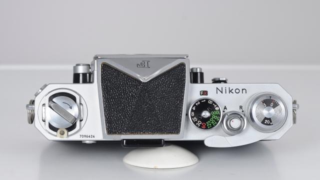 Nikon F superior